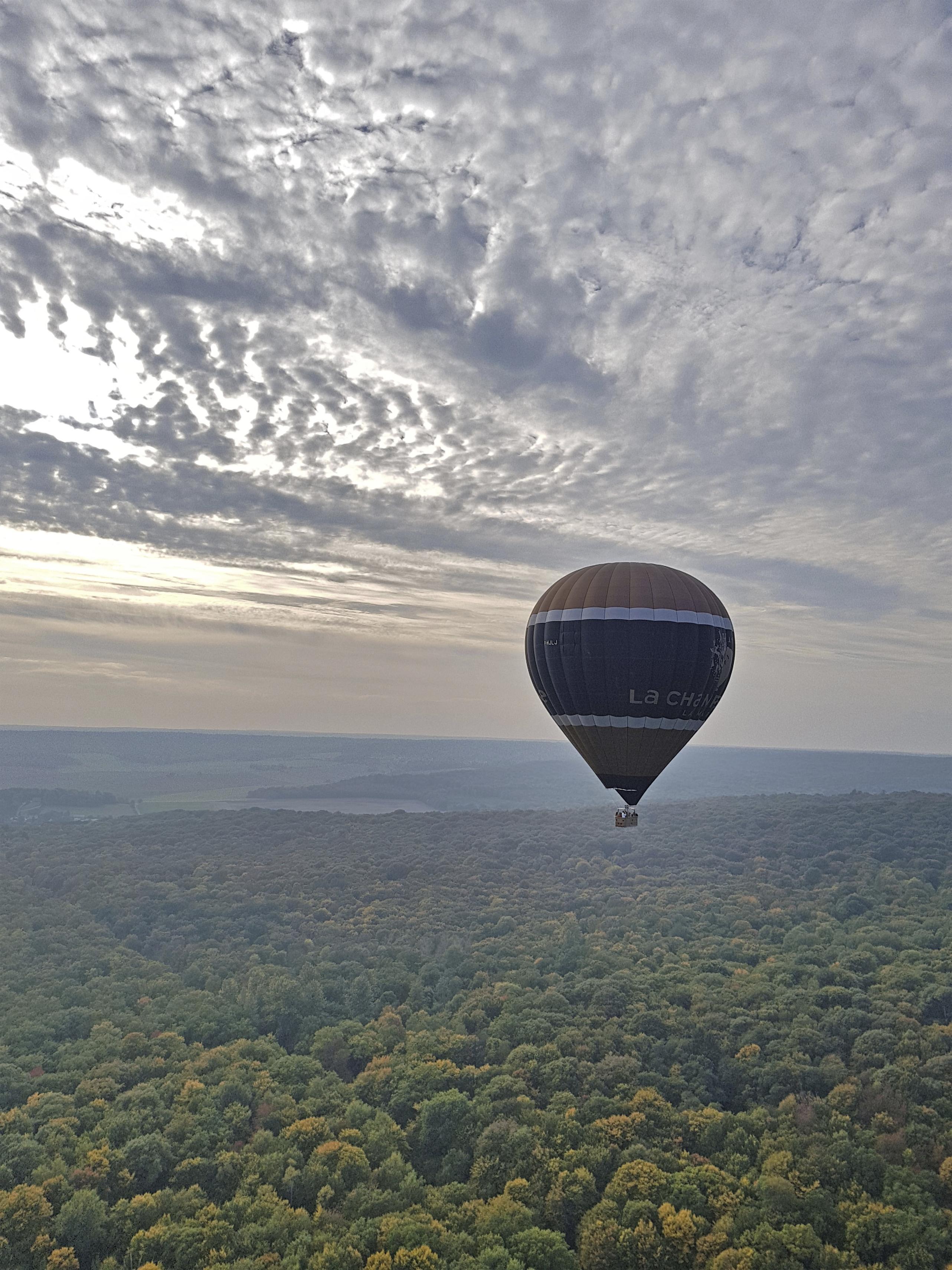 Vol en montgolfière au dessus des Coteaux de la Montagne de Reims ©PNRMR